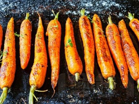 Глазирани печени моркови с мед на фурна - снимка на рецептата